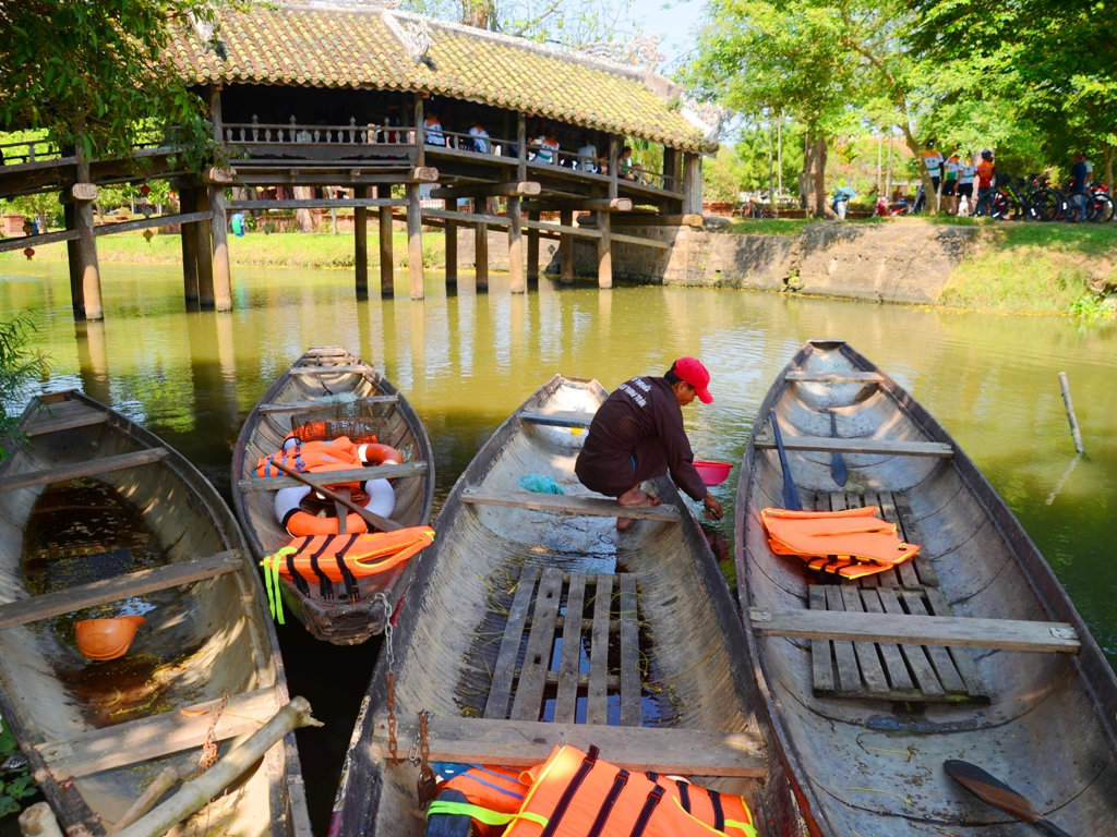 Serving guests to experience life on the river, Thuy Thanh tourist boat fleet always has 4 available boats and it is possible to mobilize 6 more with full life jackets
