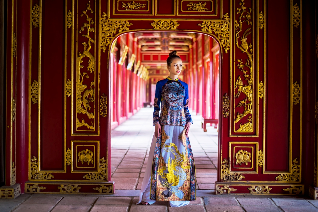 Viet Bao's ao dai collection is inspired by the art of the Nguyen Dynasty