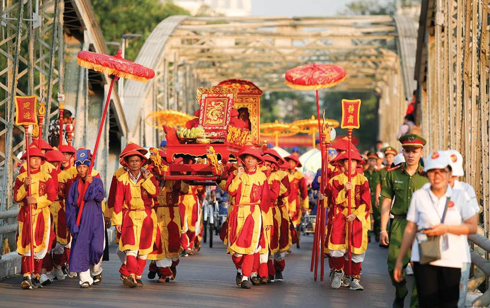 The procession of honoring artisans
