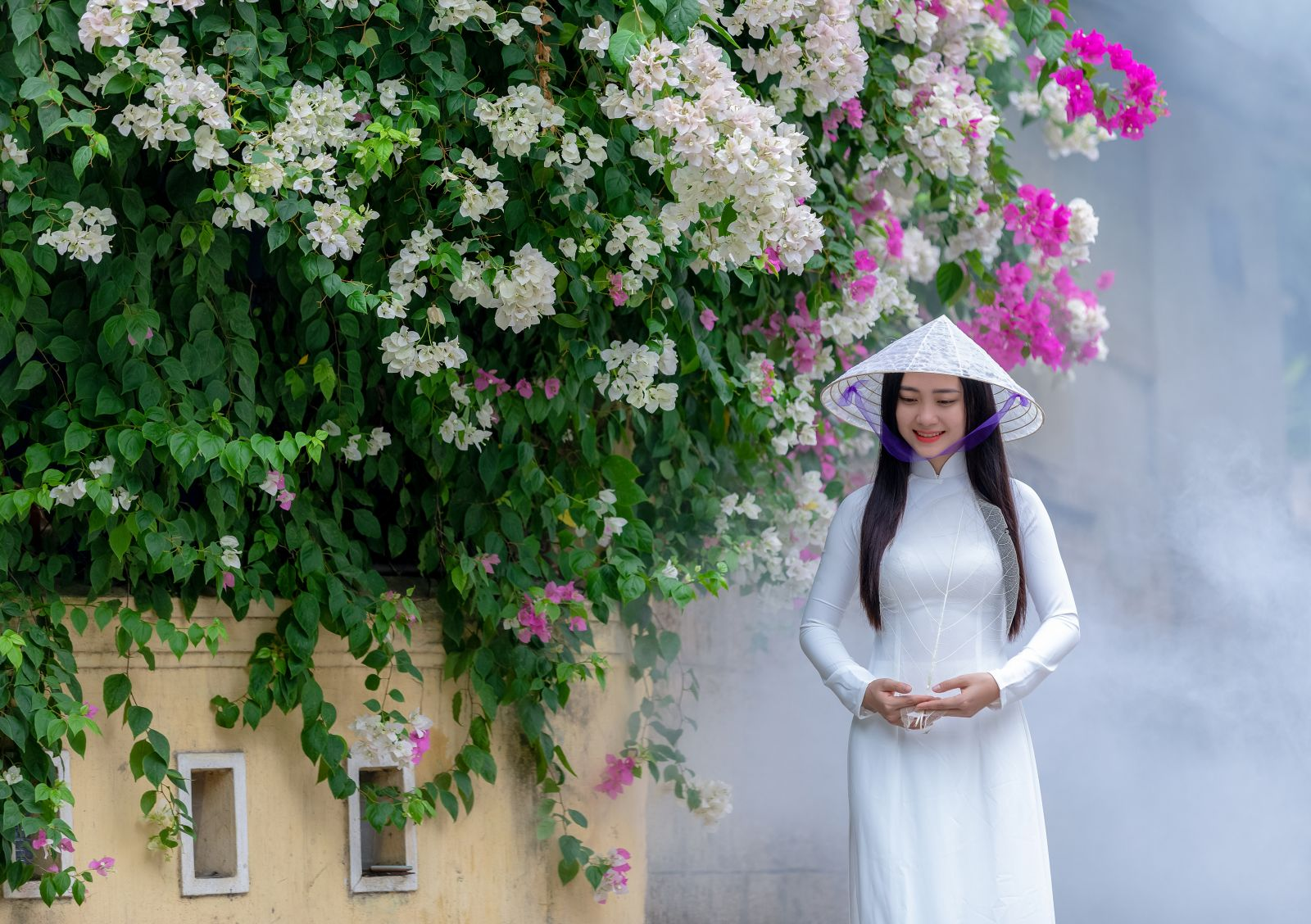 The transparent leaf veins conical hat combined with white ao dai creates the special and unique beauty of Hue.