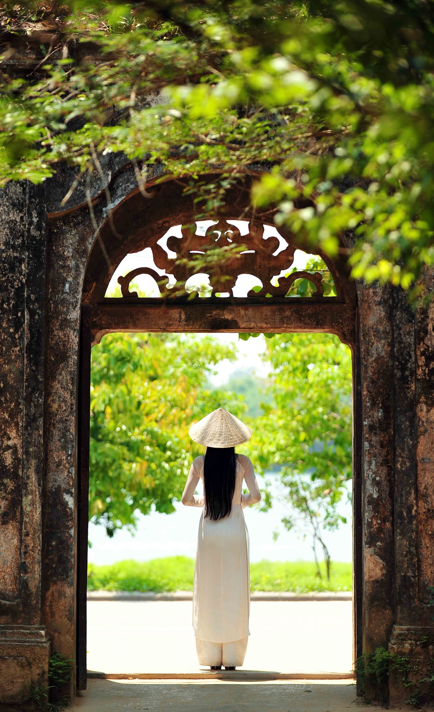 A girl in Hue's autumn