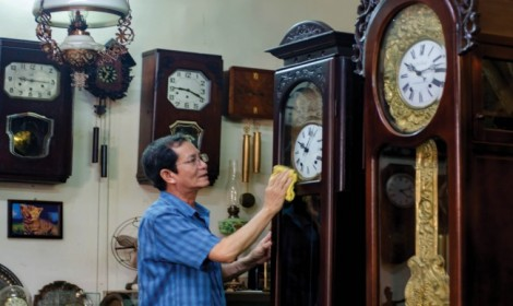 The passion for antique clocks