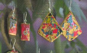 Beautiful and environmentally friendly lacquer jewelry