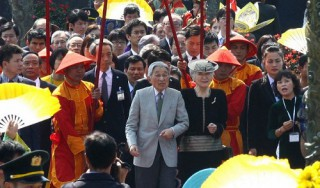 Japanese Emperor, Empress pay visit to Vietnam's ancient capital