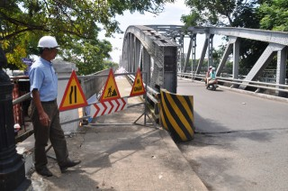 Adding 10 sightseeing stops and returning the original name to Truong Tien bridge