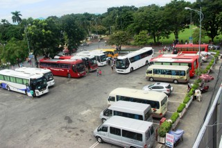 Adjusting the vehicles parking service fee at tourist attractions