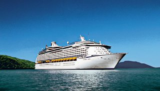 The Voyager of the Seas ship brings 3,000 visitors to Chan May port