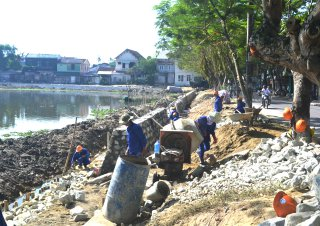 The pedestrian route along the Huong River to be constructed in August