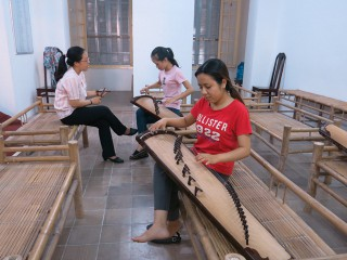 Free of charge traditional instrument classes taught by the Ca Hue Chamber club