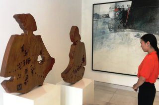 Mrs. Myshu donates 13 works to Le Ba Dang and Diem Phung Thi Art Center