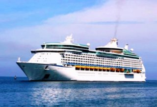 Voyager of the Seas brings more than 4,000 visitors to Chan May port