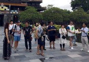 Japanese press trip delegation surveys Hue tourist routes