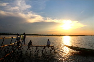 Sunset-seeing on Tam Giang Lagoon