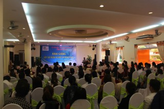 Vietnam national administration of Tourism trains professional skills  for Hue hotel staff