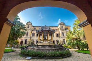 Telling the story of An Dinh Palace