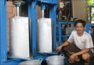 Peanut oil press machines made by farmer