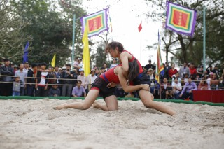 Going to wrestling festival in Thu Le