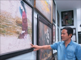 Nguyen Huu Hoang's collection of paintings