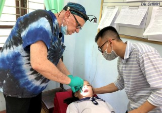 U.S. doctors bring dental care to mountainous children