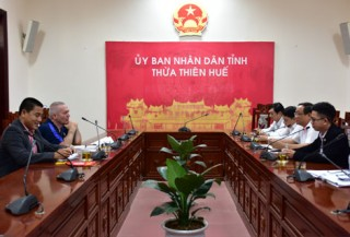Chairman of Provincial People's Committee Nguyen Van Cao receives Norwegian Football Federation's advisor