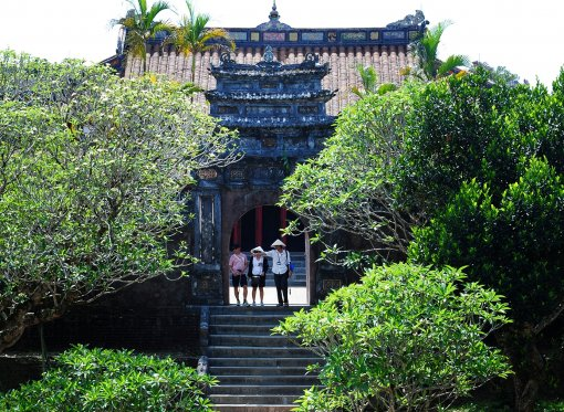 Supervising the protection and promotion of Hue cultural heritage values