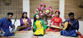 Ca Hue (Hue Traditional Singing) magnetizes not only old people