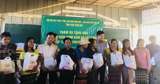 Lao in Kalo village heat up Bunpimay festival with love from Hue
