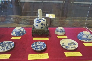 "Exhibition of ""Hue, where quintessential antiquities converge"""