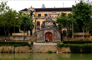 An Dinh Palace: a golden tourist attraction waiting to be awaken