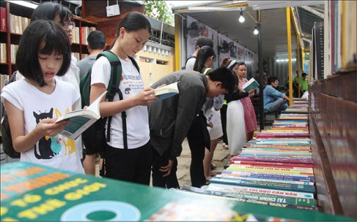 Book hub attracts local citizens