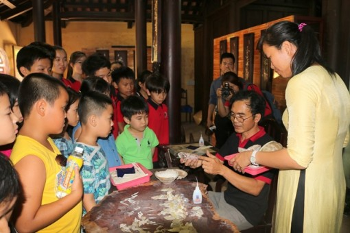 Students learn about cultural heritages and enjoy royal games