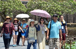 Malaysian Famtrip delegation surveys Hue tourist routes