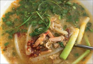 Exquisite crab noodle soup