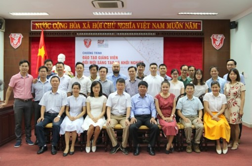 Hue University trains lecturers on innovative and creative startup