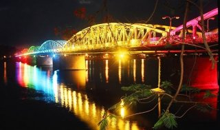 VND 10 billion allocated to install lighting system on Truong Tien Bridge