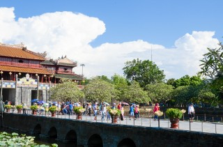 Automatic narrative system to applied in Hue heritage zone