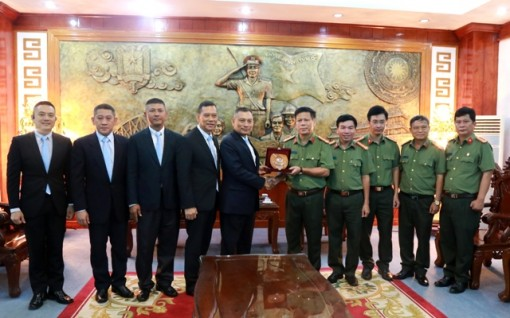 The provincial police meet and talk with Royal Thai Police
