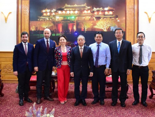 Chairman of the Provincial People's Committee Phan Ngoc Tho meets with Italian Embassy delegation