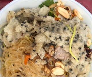 Mixed vermicelli: the more it is mixed, the better it tastes