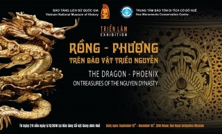 """Watching for the exhibition """"Dragon - Phoenix on Nguyen Dynasty royal treasures"""""""