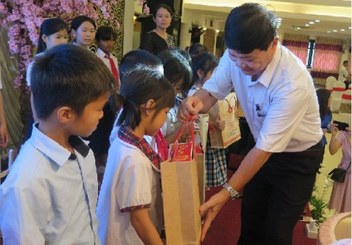 Over 150 students in difficult circumstances receiving Chi Thien Fund for Children's scholarships