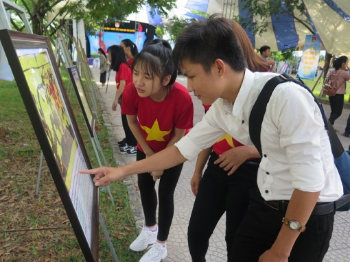 """""""Thua Thien Hue youth with homeland's sea and islands"""""""