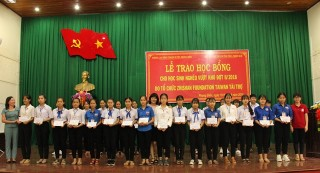 Zhishan Foundation gives over 600 scholarships to students in difficult circumstances