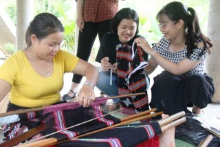 Putting Zeng products into homestay tourism