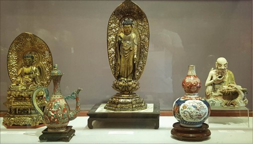 The hobby of collecting antiques of Hue people