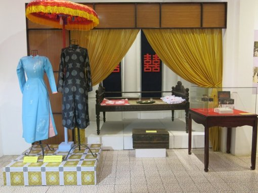 Permanent exhibition display of Hue traditional weddings and cakes to open
