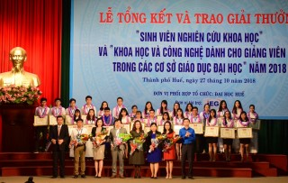 Hue University honors young scientists