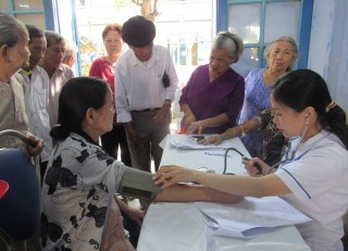 200 elderly in Hue get access to free medical examination and screening
