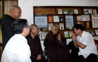 Vice Chairman of the Government Committee for Religious Affairs visited Zen Master Thich Nhat Hanh
