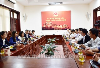 Deputy Chairman of Provincial People's Committee Nguyen Dung works with Orbis International Organization in Vietnam